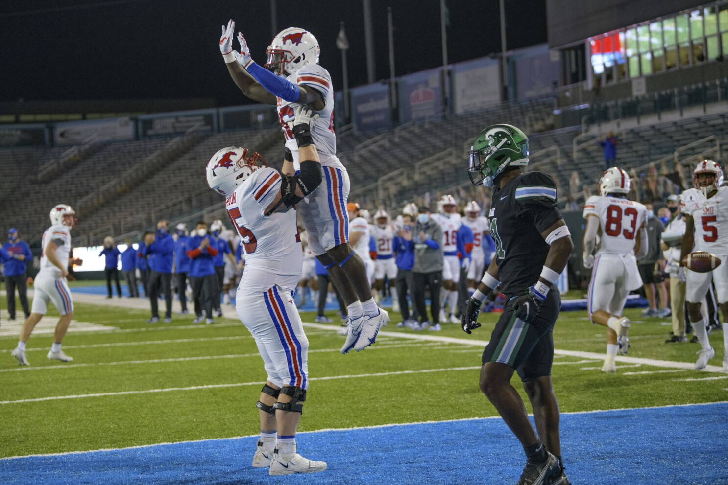 College football: No. 17 SMU outlasts Tulane; No. 14 BYU wins - Los Angeles  Times