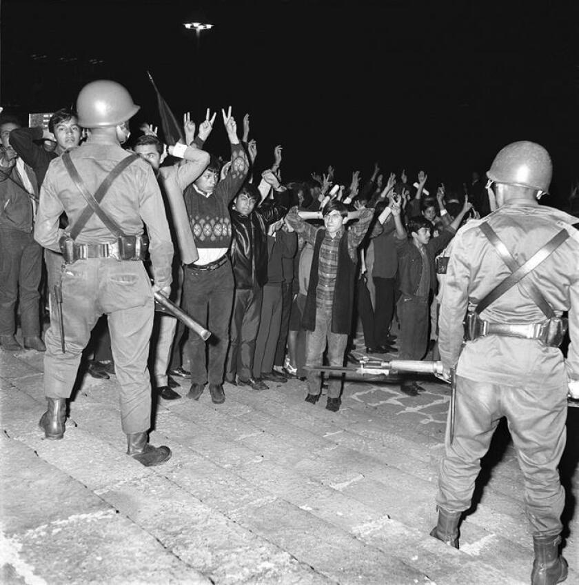 Imagen fechada en el año de 1968 en Ciudad de México donde se muestra el movimiento estudiantil mexicano de 1968, que culminó con la matanza de Tlatelolco. EFE//Acervo Comité 68/SOLO USO EDITORIAL