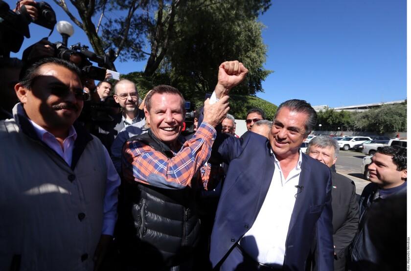 Tras recibir críticas en redes por reunirse con el precandidato presidencial José Antonio Meade, el ex boxeador Julio César Chávez señaló que apoyará a quien quiera.