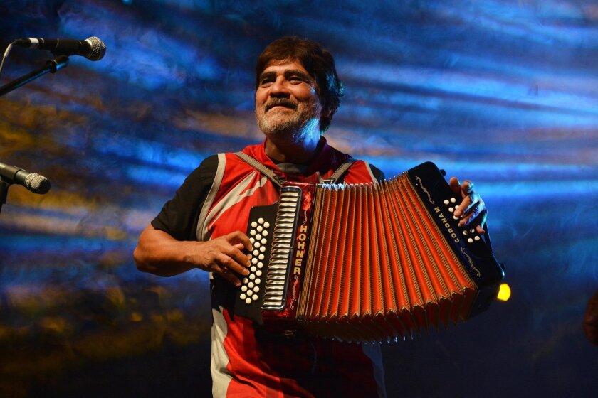 A Celso Piña se le conoce como El Rebelde del Acordeón, pues su música no conoce fronteras musicales.