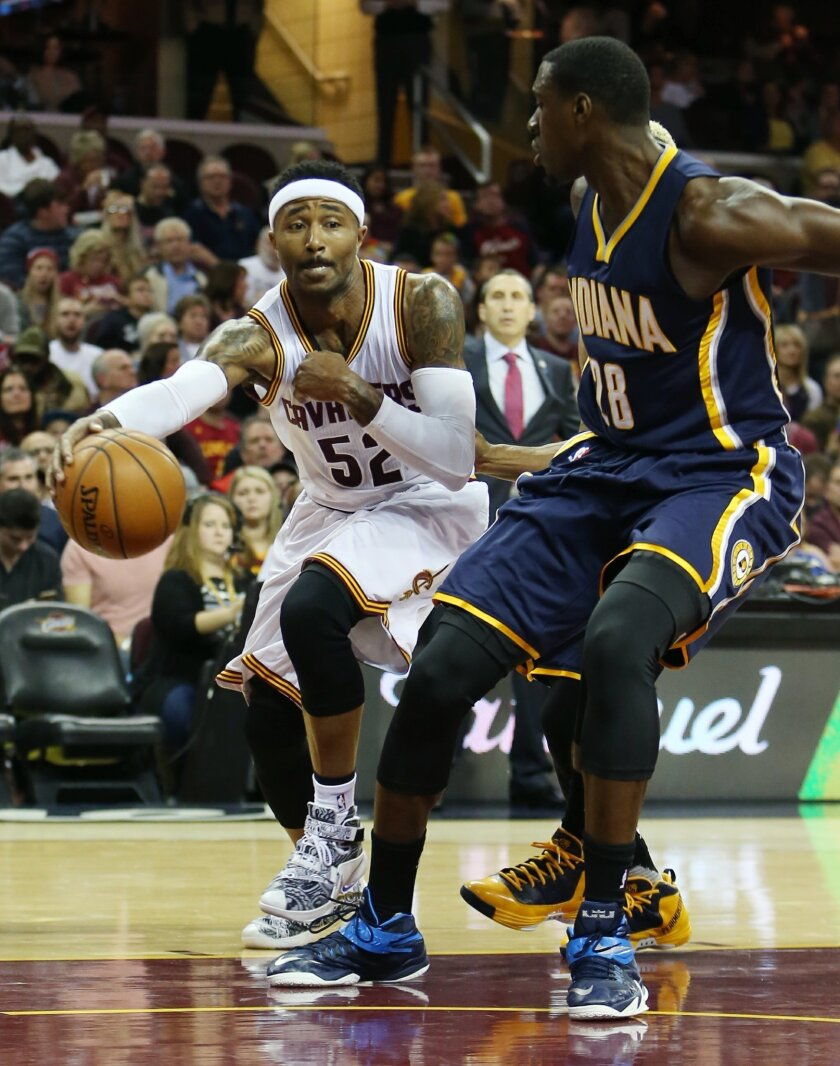 Cleveland Cavaliers guard Mo Williams (52) passes around Indiana Pacers center Ian Mahinmi (28) during the second half of an NBA basketball game, Sunday, Nov. 8, 2015, in Cleveland. The Cavaliers won 101-97. (AP Photo/Ron Schwane)