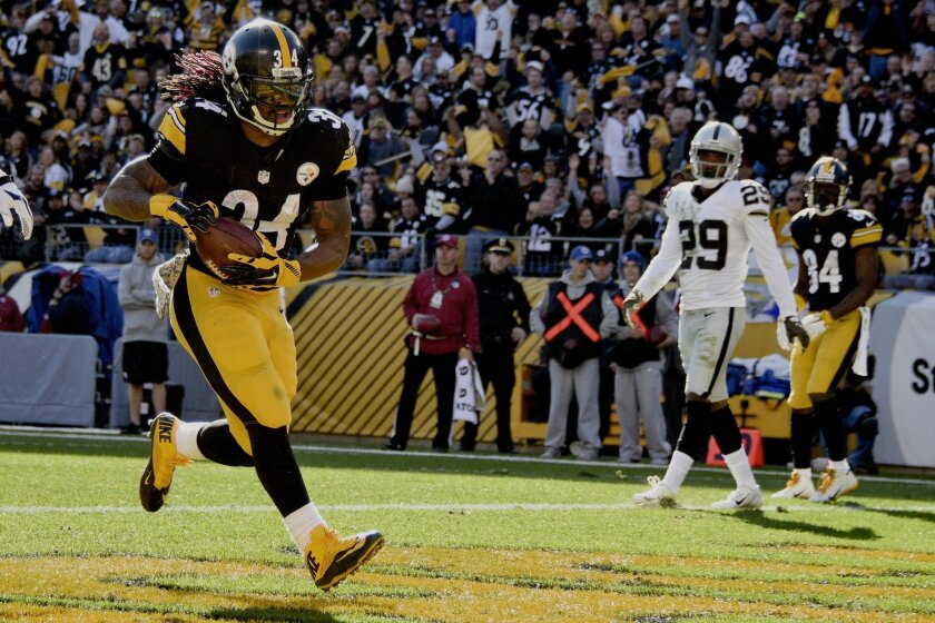 Pittsburgh Steelers running back DeAngelo Williams (34) runs in front of Oakland Raiders cornerback David Amerson (29) for a touchdown on the first half of an NFL football game Sunday, Nov. 8, 2015, in Pittsburgh. (AP Photo/Don Wright)