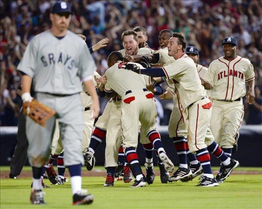 Los Bravos de Atlanta Braves celebran su victoria ante los Nacionales de Washington. EFE