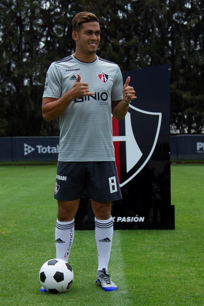 El centrocampista colombiano Andrés Andrade, del Atlas del fútbol mexicano, aseguró hoy que su equipo abandonará la mala racha que lo tiene en el último lugar del torneo Apertura 2018 y confió en que eso suceda pronto. EFE/STR