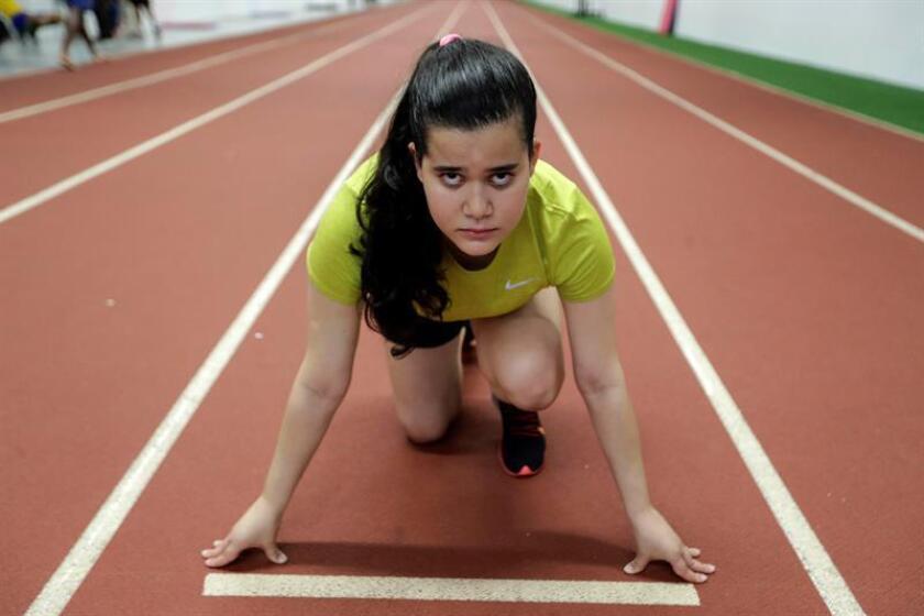 """Fotografía tomada en el 28 de febrero de 2019 de la paralímpica brasileña de la categoría """"T38"""", Verónica Hipólito durante su entrenamiento en el Centro Paralímpico Brasileño en Sao Paulo. EFE"""