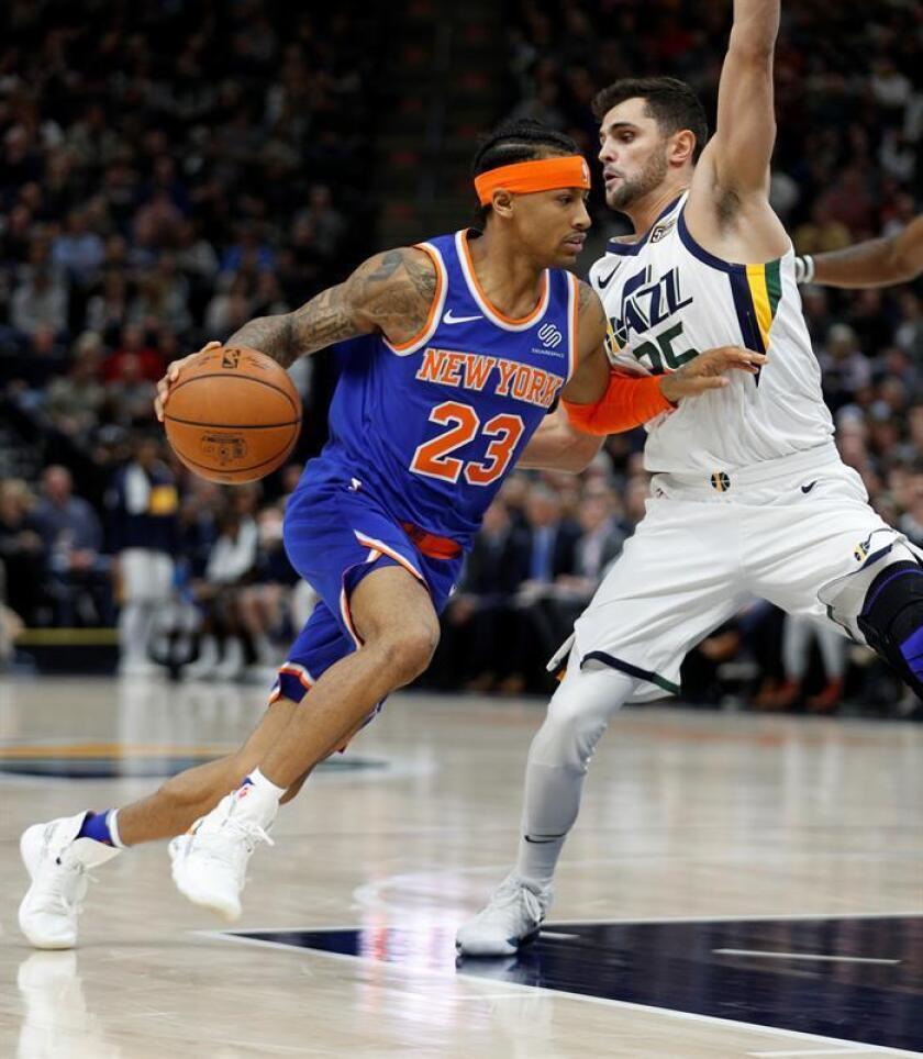 El jugador Trey Burke (i) de New York Knicks. EFE/Archivo