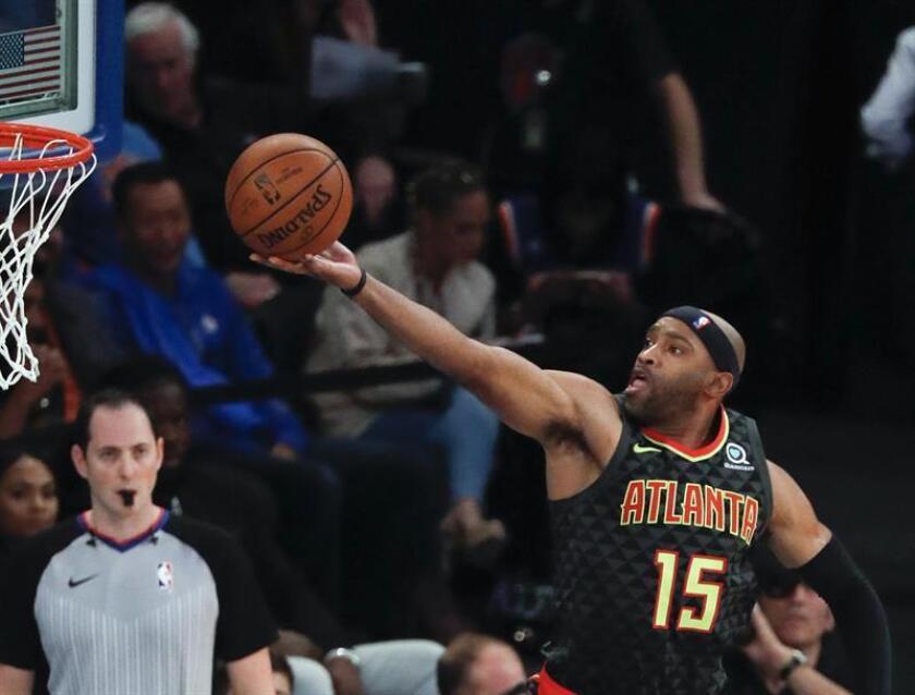 El jugador Vince Carter de Atlanta Hawks en acción durante un juego de la NBA. EFE/Archivo
