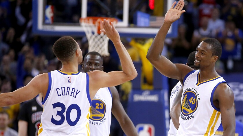 Golden State holds off Chicago, 106-94, to improve to 14-0