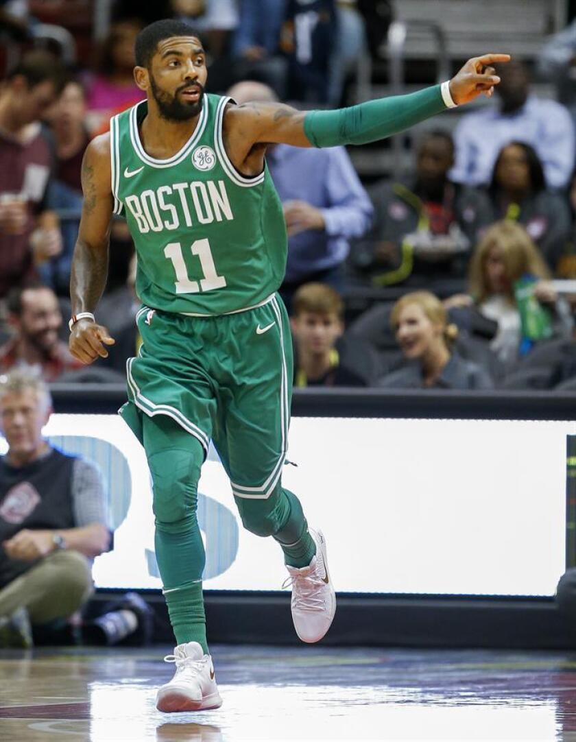 En la imagen, el guardia de los Celtics de Boston, Kyrie Irving. EFE/Archivo