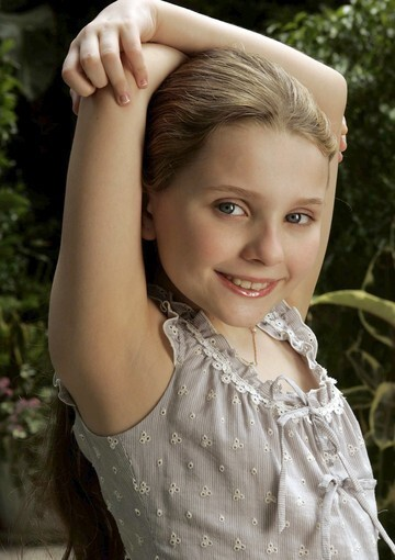 """By Jevon Phillips, Los Angeles Times staff writer """"Little Miss Sunshine"""" was not the start of Abigail Breslin's career, which could more or less be pegged at her well-received turn in the Mel Gibson/M. Night Shyamalan movie """"Signs"""" at age 6, but her star power got a boost from playing the little girl with the surprising talent-show routine."""