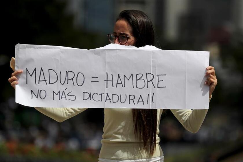 Opositores venezolanos participan en una manifestación para exigir el fin de la crisis en Caracas (Venezuela). EFE/Archivo