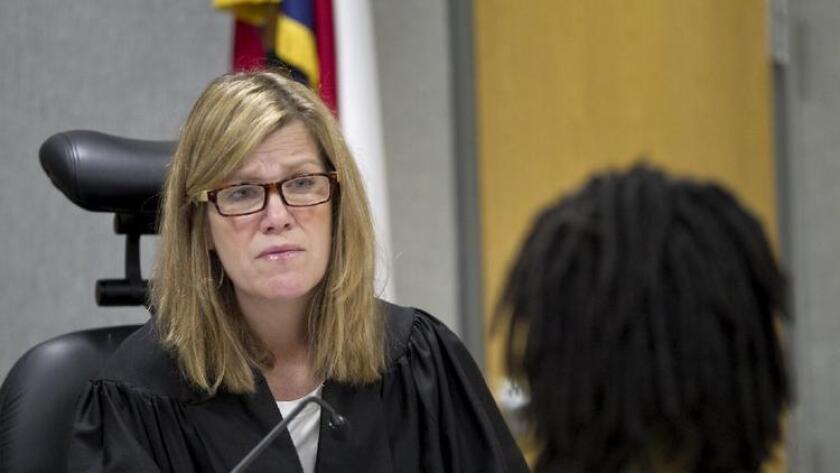 La juez del distrito Julie Kocurek fue trasladada al hospital y permanecía estable, dijo el comandante de la policía de Austin Mark Spangler.