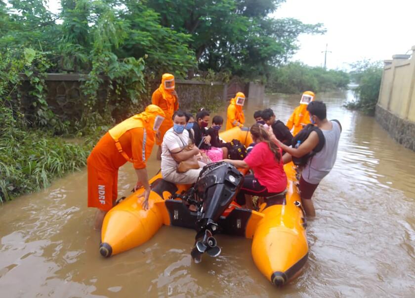 La foto distribuida por la Fuerza Nacional de Respuesta a los Desastres (NDRF) de la India