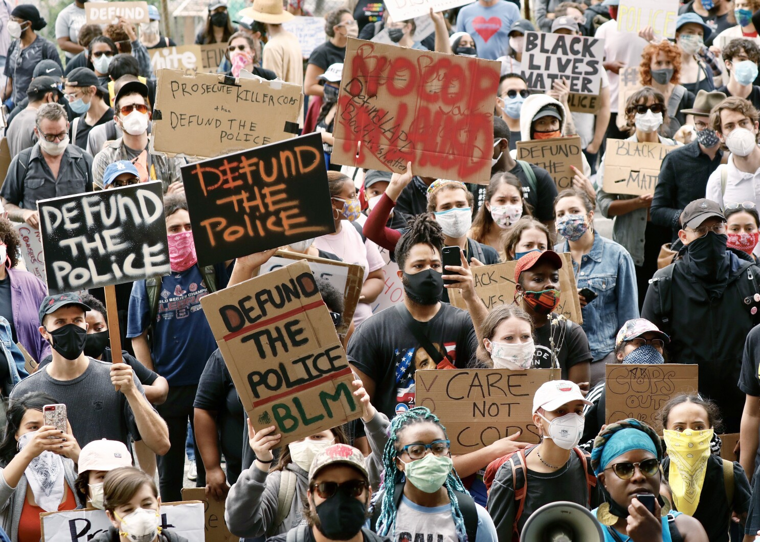 Activists, students rally, call for end to L.A. school police ...
