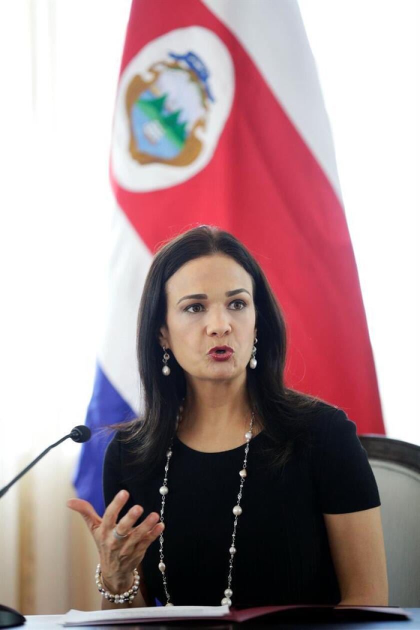 La vicepresidenta y canciller de Panamá Isabel de Saint Malo de Alvarado habla en un foro. EFE/Archivo