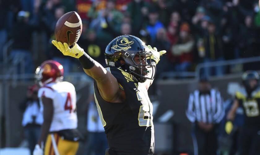 Oregon debacle shows USC can't have Clay Helton as football coach next season