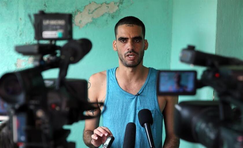 """Amnistía Internacional (AI) solicitó hoy la liberación del artista de graffiti cubano Danilo Maldonado Machado, conocido como """"El Sexto"""", tras ser detenido el pasado 26 de noviembre poco después del anuncio de la muerte del líder de la revolución cubana Fidel Castro. EFE/ARCHIVO"""