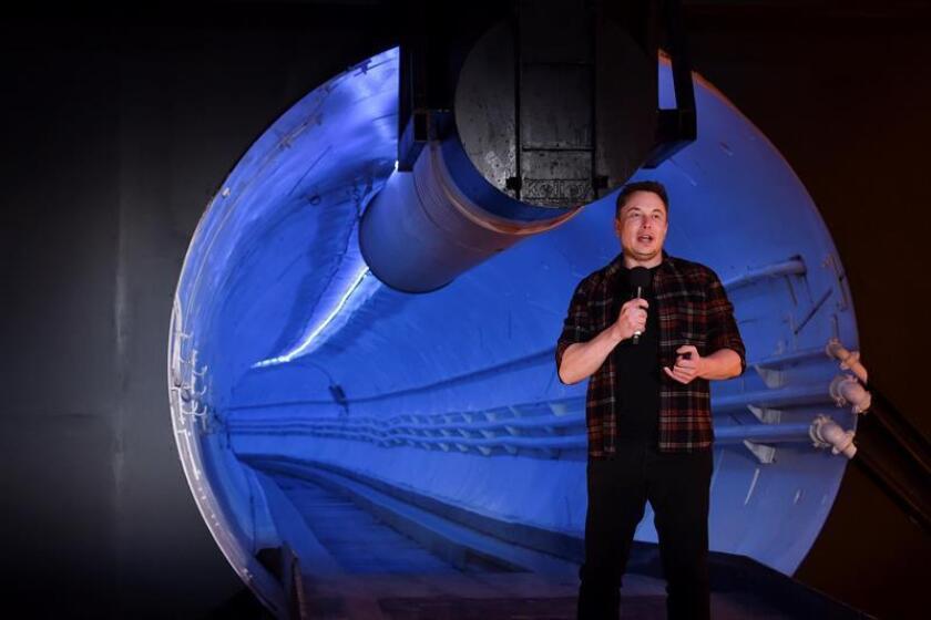 Elon Musk, cofundador y director ejecutivo de Tesla Inc., habla hoy, durante un evento de inauguración del túnel Hawthorne de Boring Company, en Hawthorne (EE.UU.). EFE / Pool