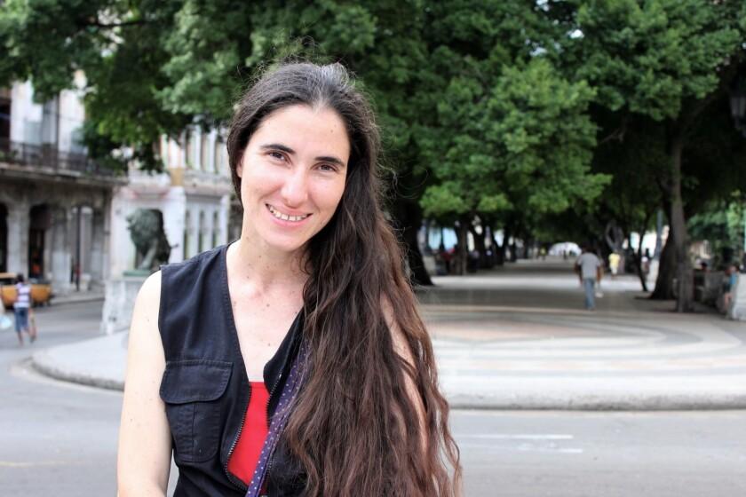 """La periodista cubana Yoani Sánchez afirmó hoy en la Universidad de Miami (UM) que el periodismo independiente en Cuba, al igual que el pueblo, ha pasado del """"susurro a la declaración pública""""."""