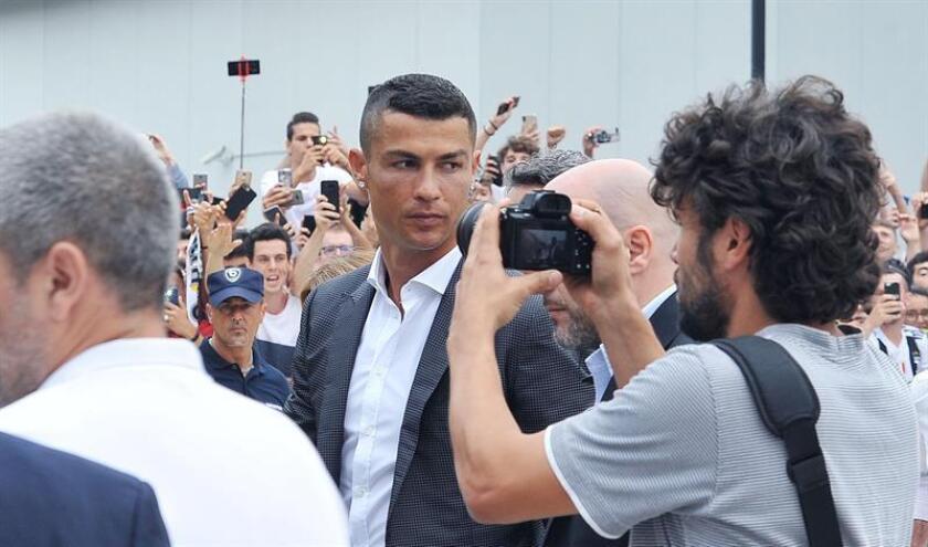 """La marca deportiva Nike transmitió hoy que está """"profundamente preocupada"""" por la acusación de violación contra el portugués Cristiano Ronaldo, justo después de que el futbolista haya quedado fuera de la lista de convocados de la selección portuguesa. EFE/ARCHIVO"""
