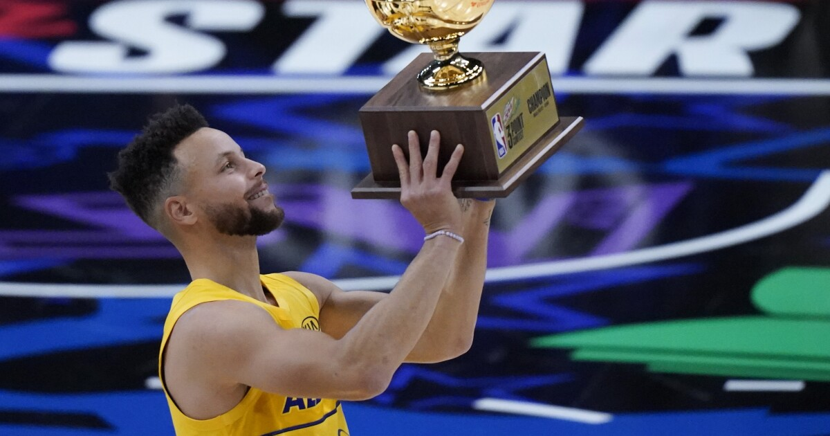 Stephen Curry shows some flair while winning NBA All-Star three-point crown