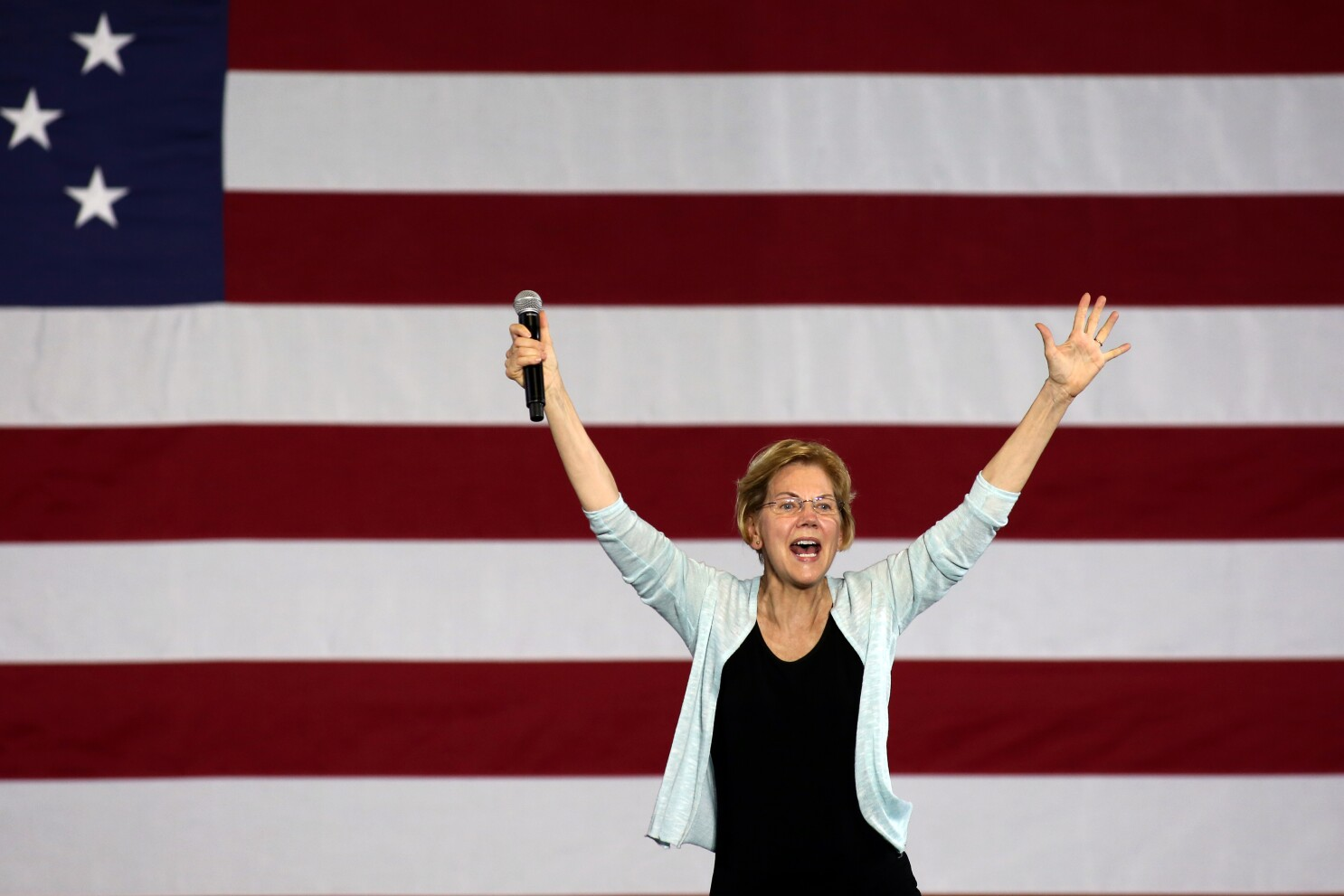 2020 Democratic candidate Elizabeth Warren holds L.A. town hall