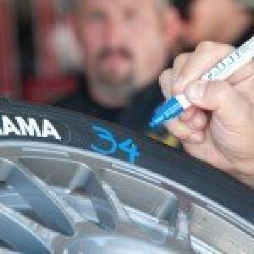 Marking the tire pressure.