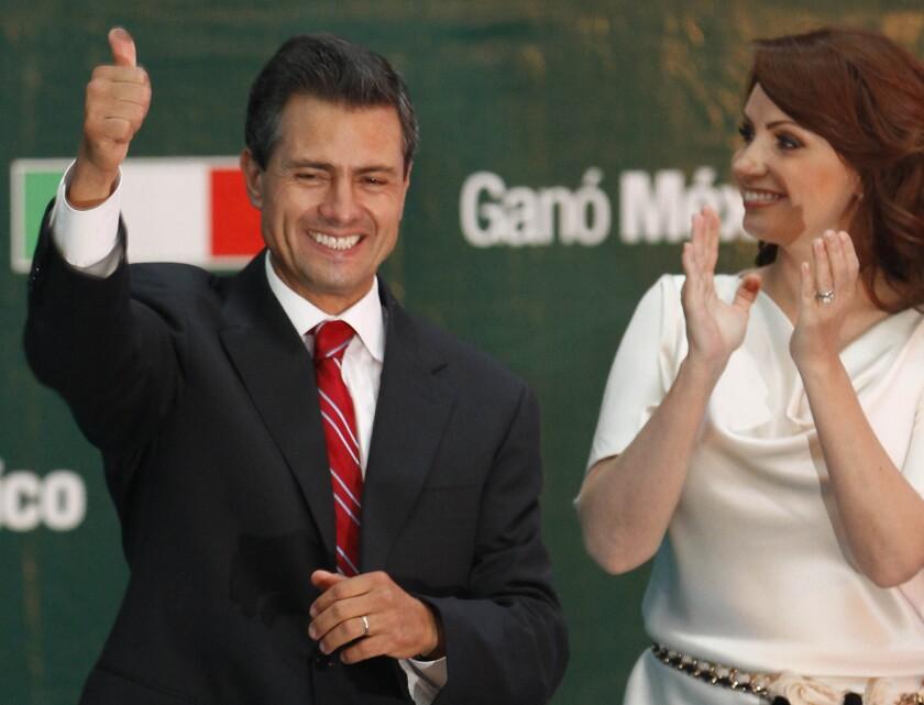 El ex mandatario al lado de su esposa en pleno festejo del triunfo electoral.