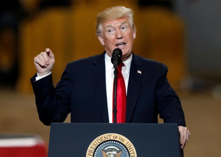 El presidente de EE.UU., Donald Trump, retiró hoy su oferta para negociar sobre el futuro de los miles de jóvenes indocumentados beneficiarios de DACA y amenazó a México con poner fin al Tratado de Libre Comercio de América del Norte (TCLAN) si no incrementa su seguridad fronteriza. EFE/ARCHIVO