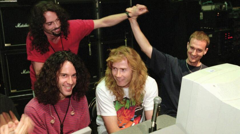 Dave Mustaine, segundo de la derecha, sabía y conocía sobre Juan Gabriel. El artista dijo que lamentaba la pérdida de un 'gran músico'.