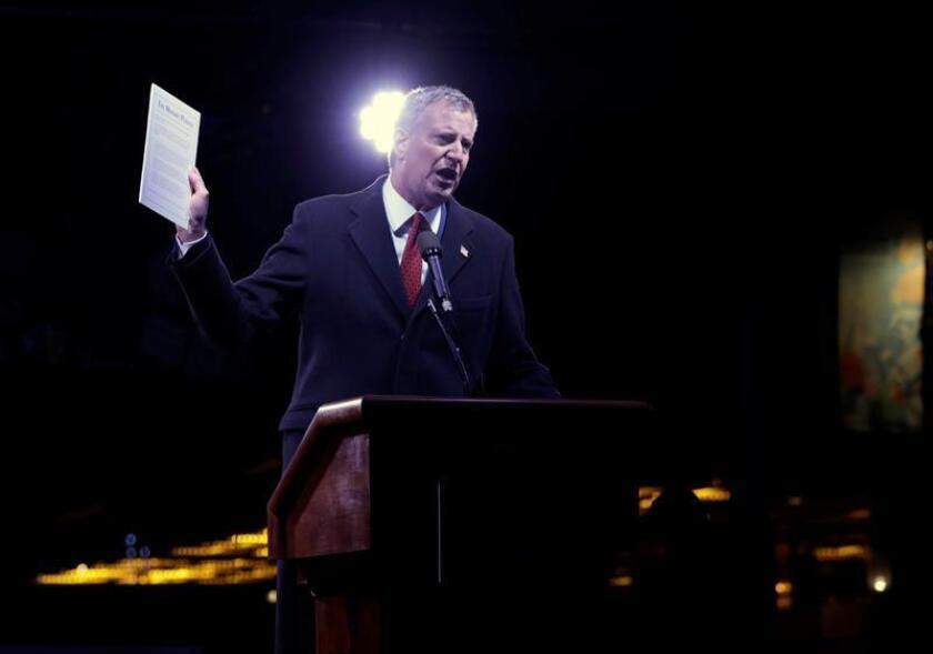 El alcalde de la ciudad, Bill de Blasio, durante una protesta frente al Trump International Hotel and Tower en Nueva York (EE.UU.). EFE/Archivo
