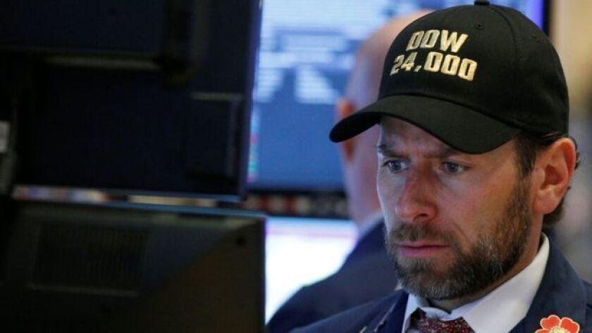 El índice Dow Jones de Industriales cerró la sesión del lunes en 24,345.75 puntos, un 4,6% menos que el día anterior. La segunda jornada consecutiva en rojo y la mayor caída porcentual desde 2011.